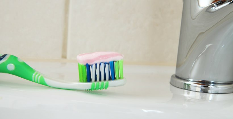 วิธีการแปรงฟัน และการใช้ไหมขัดฟันระหว่างจัดฟัน